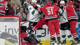 San Jose Sharks' Joe Thornton jabs Carolina Hurricanes' Petr Mrazek in the face, sparking fight