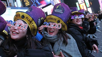 2020 arrives in US following New Year's celebrations around the world