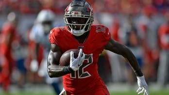 Bucs wide receiver Chris Godwin leaves with hamstring injury