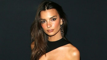 Emily Ratajkowski poses nude as she shares 'new body' after pregnancy announcement: '20 weeks'