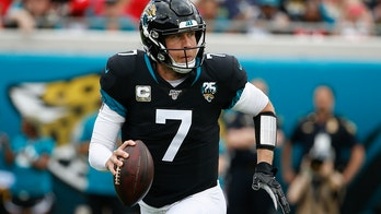 Jaguars trade Super Bowl MVP Nick Foles to Bears for draft pick: reports