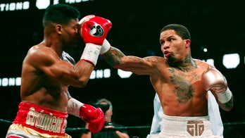 Davis stops Gamboa in 12th, wins WBA lightweight title