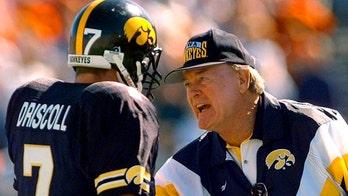 Hayden Fry, Texan who turned around Iowa, dies at 90