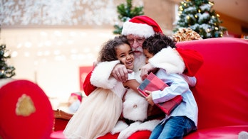 Kids with autism meet Santa in calmer environment after malls across US open early