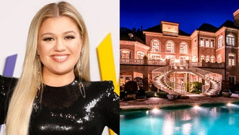 Kelly Clarkson's lakefront Tennessee mansion selling for $7.5 million