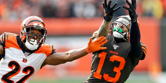 Cleveland Browns wide receiver Odell Beckham Jr. (13) can't hold onto the ball under pressure from Cincinnati Bengals cornerback William Jackson (22) during the first half of an NFL football game, Sunday, Dec. 8, 2019, in Cleveland.