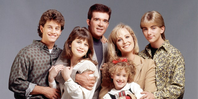 CIRCA 1990: GROWING PAINS - cast gallery - Season Five - 1/1/90, Kirk Cameron (Mike), Tracey Gold (Carol), Alan Thicke (Jason), Ashley Johnson (Chrissy), Joanna Kerns (Maggie), Jeremy Miller (Ben), (Photo by Walt Disney Television via Getty Images Photo Archives/Walt Disney Television via Getty Images)