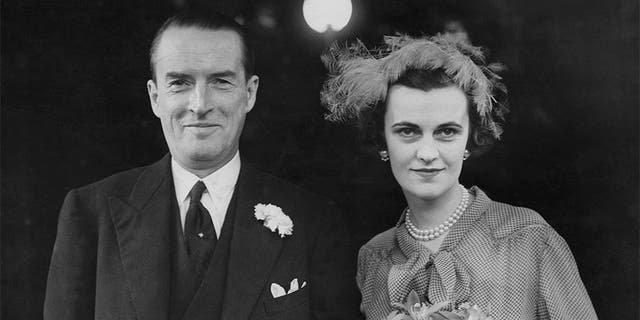 Margaret Campbell, formerly Sweeny, née Whigham (1912 - 1993), now Duchess of Argyll, and Ian Douglas Campbell, 11th Duke of Argyll (1903 - 1973), after their wedding at Caxton Hall in London, 23rd March 1951.