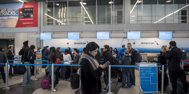 Dense fog in Chicago causes flight delays, cancellations