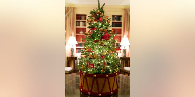 Westlake Legal Group White-House-Christmas-2019-4 White House unveils Christmas decor with 'Spirit of America' theme Janine Puhak fox-news/special/occasions/holiday fox-news/lifestyle fox-news/house-and-home fox news fnc/real-estate fnc article 69dedc76-82d9-50d9-afb9-1deb816e314e /FOX NEWS/LIFESTYLE/REAL ESTATE