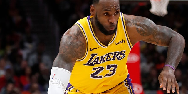 "Westlake Legal Group ae84060c-LeBron-James4 Fan throws debris at LeBron James' son, NBA superstar calls it ""disrespectful"" fox-news/sports/nba fox-news/sports fox-news/person/lebron-james fox news fnc/sports fnc David Aaro article 022c8200-3fb0-5c6f-a858-9af230adce02"