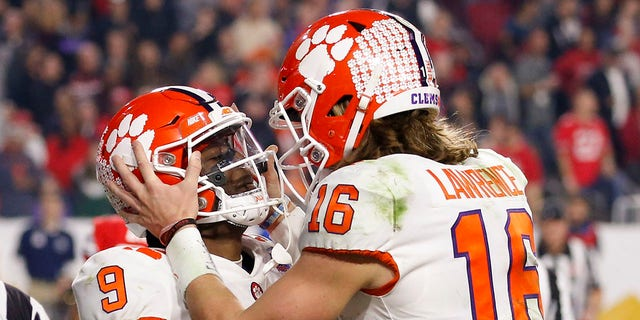 Westlake Legal Group clemson-1 Clemson tops Ohio State 29-23, will face LSU for national championship Ralph D. Russo fox-news/sports/ncaa/ohio-state-buckeyes fox-news/sports/ncaa/clemson-tigers fox-news/sports/ncaa-fb fnc/sports fnc Associated Press article a0fa9e61-ff25-56d1-9ea2-aa55b549440f