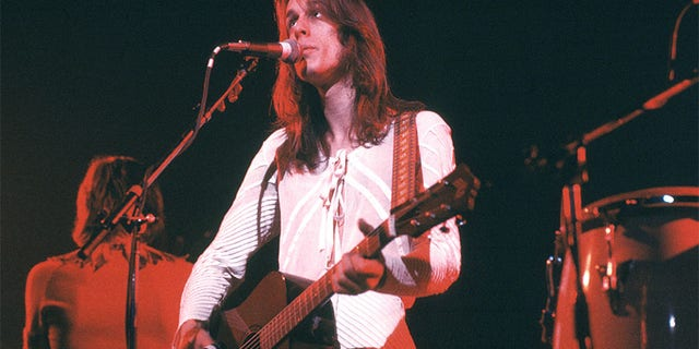 Todd Rundgren performing on stage at Hammersmith Odeon, London, circa 1975.