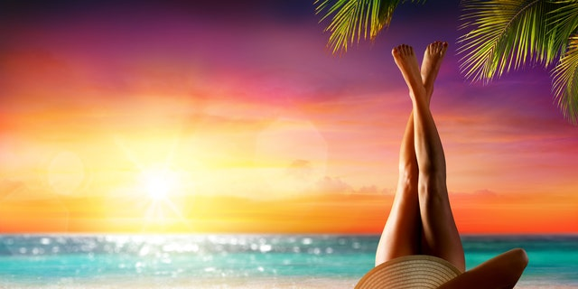 """Thousands of people on amicable media have favourite and common a """"bum sunning"""" tactic – with many touting that it gives them some-more of an appetite boost than caffeine. And a few derisive a practice."""