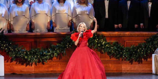 Chenoweth performed with the iconicTabernacle Choirand OrchestraintheirannualChristmasconcert.