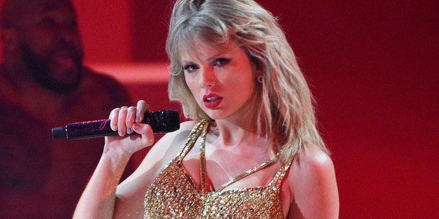 Taylor Swift performs at the American Music Awards in Los Angeles, Calif.