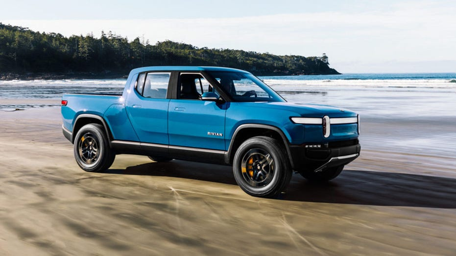 How far can the electric Rivian R1T pickup and R1S SUV go?
