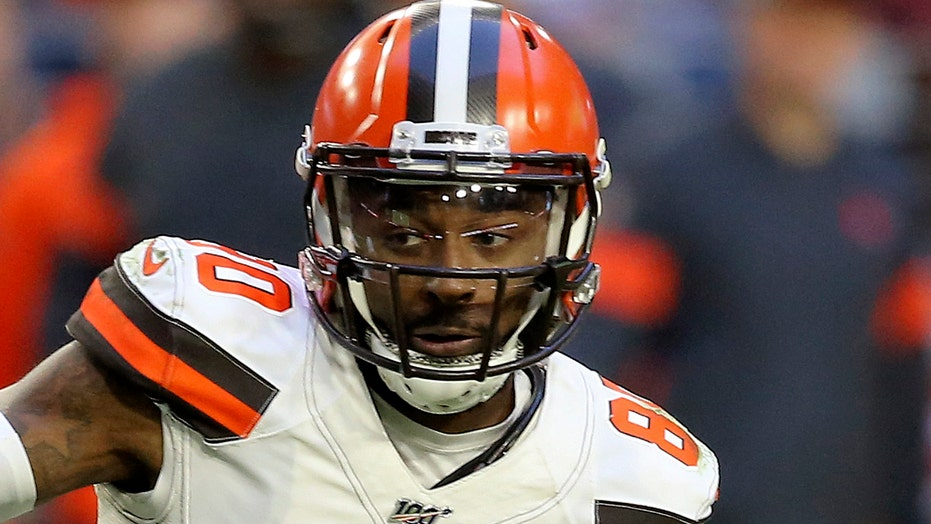 Browns' Jarvis Landry: Ravens' Marcus Peters 'a coward' for spitting at him during game