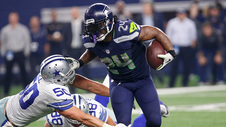 Marshawn Lynch >> Marshawn Lynch Re Joins Seahawks Eight Days After Serving