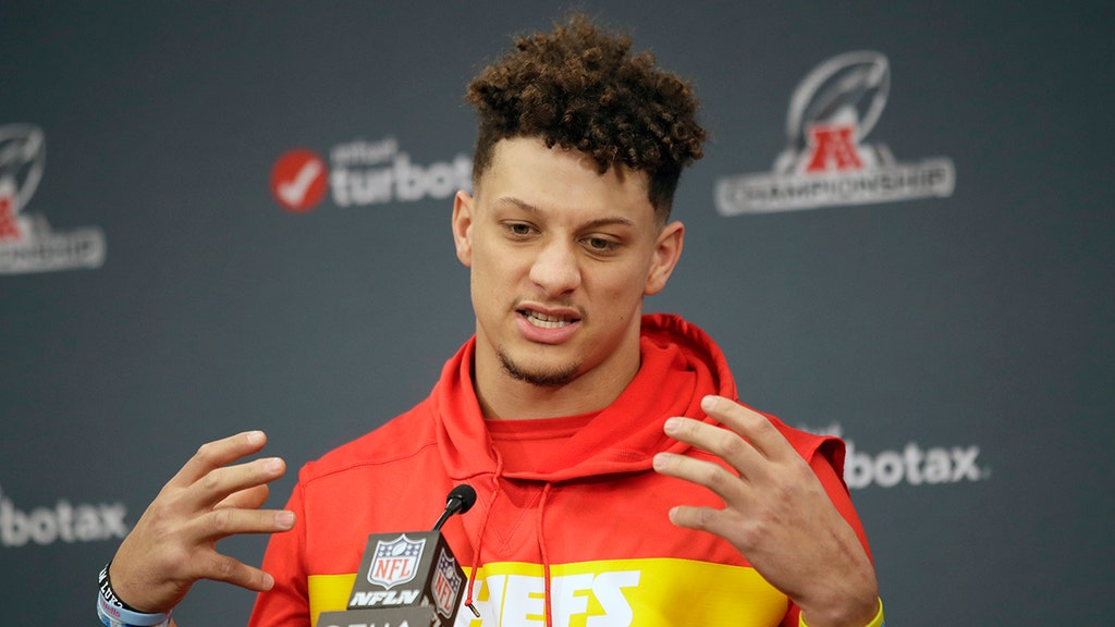 Super Bowl spotlight reveals Mahomes' old George Zimmerman tweets
