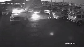 Man in Arizona caught on video setting vehicles on fire in parking lot