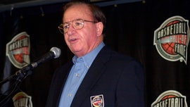 Hall of Fame HS basketball coach Morgan Wootten dies at 88