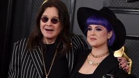 Kelly Osbourne gives update on dad Ozzy鈥檚 health amid coronavirus quarantine