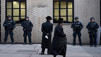 Synagogues should use uniformed law enforcement for security, experts recommend