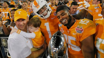 Tennessee scores twice late to stun Indiana 23-22 in Gator