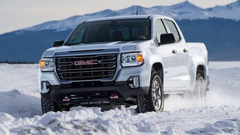 2021 GMC Canyon pickup debuts with new face