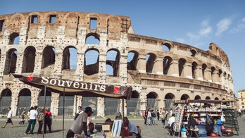 Rome bans souvenir stands from Pantheon, Colosseum, other historic sites