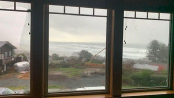 Tornado strikes Oregon coast, minor damage reported