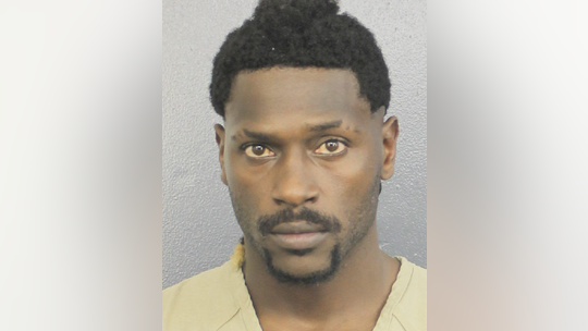 Antonio Brown surrenders to police in Florida: report