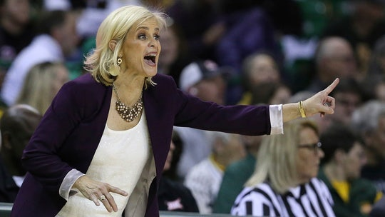 South Carolina, Baylor lead women's Top 25; Northwestern in
