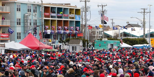 A crowd standing in the cold in front of the Wildwoods Convention Center as they waited to enter the rally. (AP Photo/Mel Evans)