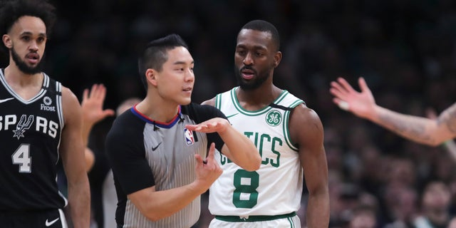 Westlake Legal Group AP20009065395280 Beer toss at Celtics-Spurs game after Kemba Walker ejection gets fan arrested, report says fox-news/us/us-regions/northeast/massachusetts fox-news/us/crime fox-news/sports/nba/san-antonio-spurs fox-news/sports/nba/boston-celtics fox-news/sports/nba fox news fnc/sports fnc f076ffbd-a7de-5e4b-814c-082cad9b330f David Aaro article