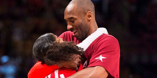 In this Feb. 14, 2016, 파일 사진, Los Angeles Lakers Kobe Bryant (24) hugs his daughter Gianna on the court in warm-ups before first half NBA All-Star Game basketball action in Toronto. (Mark Blinch/The Canadian Press via AP)