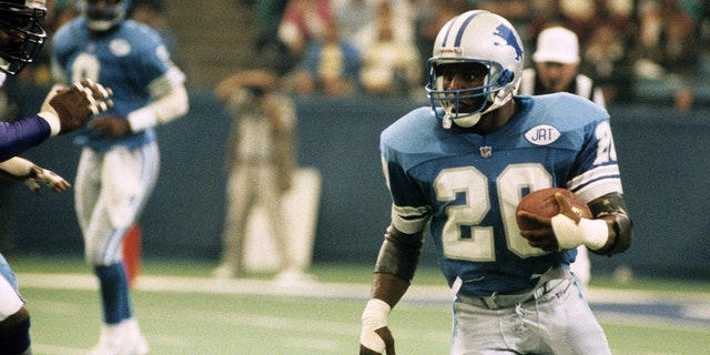 Detroit Lions Hall of Fame running back Barry Sanders (20) carries the ball during a 24-20 victory over the Minnesota Vikings on October 6, 1991, at the Pontiac Silverdome in Pontiac, Michigan. (Photo by Betsy Peabody Rowe/Getty Images)