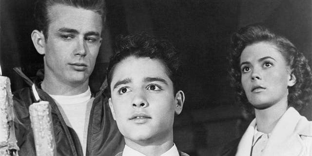 """American actors (left to right) James Dean (1931 - 1955), as Jim Stark, Sal Mineo (1939 - 1976), as John 'Plato' Crawford and Natalie Wood (1938 - 1981) as Judy in """"Rebel Without A Cause,"""" directed by Nicholas Ray, 1955."""