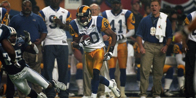 The St. Louis Rams edged out the Tennessee Titans in Super Bowl XXXIV (Photo by Allen Kee/Getty Images)