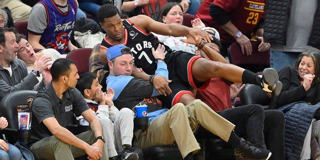 Raptors' Kyle Lowry sounds off after Cleveland fan pushes him | Offside