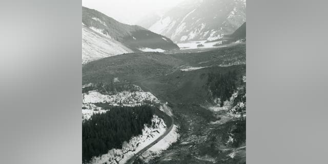 This image shows the vast Hope Slide debris field. A line of cars parked along BC Highway 3 can be seen on the western side of the slide site. (British Columbia Ministry of Transportation and Infrastructure)