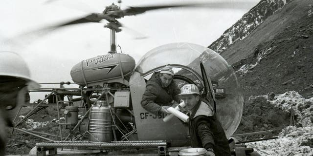 Helicopter pilots delivered supplies and materials to the debris field.(British Columbia Ministry of Transportation and Infrastructure)