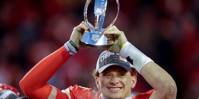 Kansas City Chiefs' Patrick Mahomes celebrates with the Kansas City Chiefs after the NFL AFC Championship football game against the Tennessee Titans Sunday, Jan. 19, 2020, a Kansas City, MO. The Chiefs won 35-24 to advance to Super Bowl 54. (AP Photo / Charlie Riedel)
