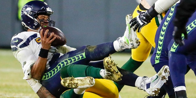 Green Bay Packers' Preston Smith sacks Seattle Seahawks' Russell Wilson during the second half of an NFL divisional playoff football game Sunday, Jan. 12, 2020, in Green Bay, Wis. (AP Photo/Matt Ludtke)