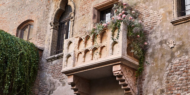 """On Feb. 14, one lucky couple will spend the night at the historic Casa di Giulietta in Verona, Italy, and sleep on the actual bed featured in the 1968 flick """"Romeo and Juliet."""""""