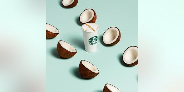 Starbucks' newCoconutmilk Latte beverage contains Starbucks Blonde Espresso, steamed coconut milk and cascara sugar.