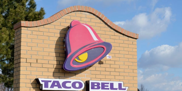 A Taco Bell in California is offering free food for customers that pay for their food in coins.