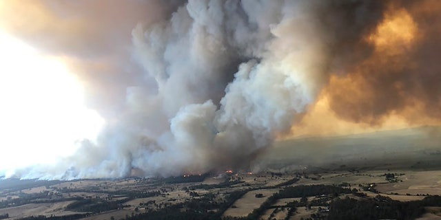 Thousands of tourists fled Australia's wildfire-ravaged eastern coast Thursday ahead of worsening conditions as the military started to evacuate people trapped on the shore further south.