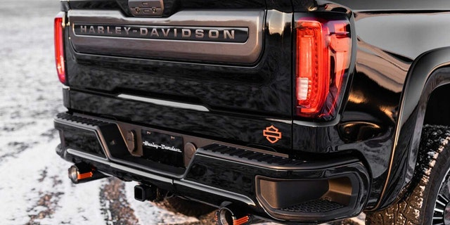 Ford F150 Tonneau Cover >> Harley-Davidson GMC Sierra pickup is the latest road hog ...